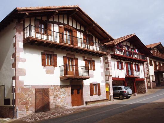 Casa rural goiz argi landa etxea amaiur baztan - Casa rural amaiur ...
